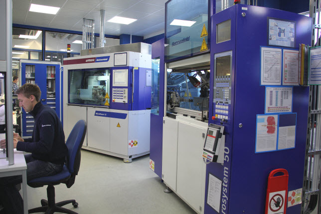 High-precision micro parts made of Teflon – manufactured on micro